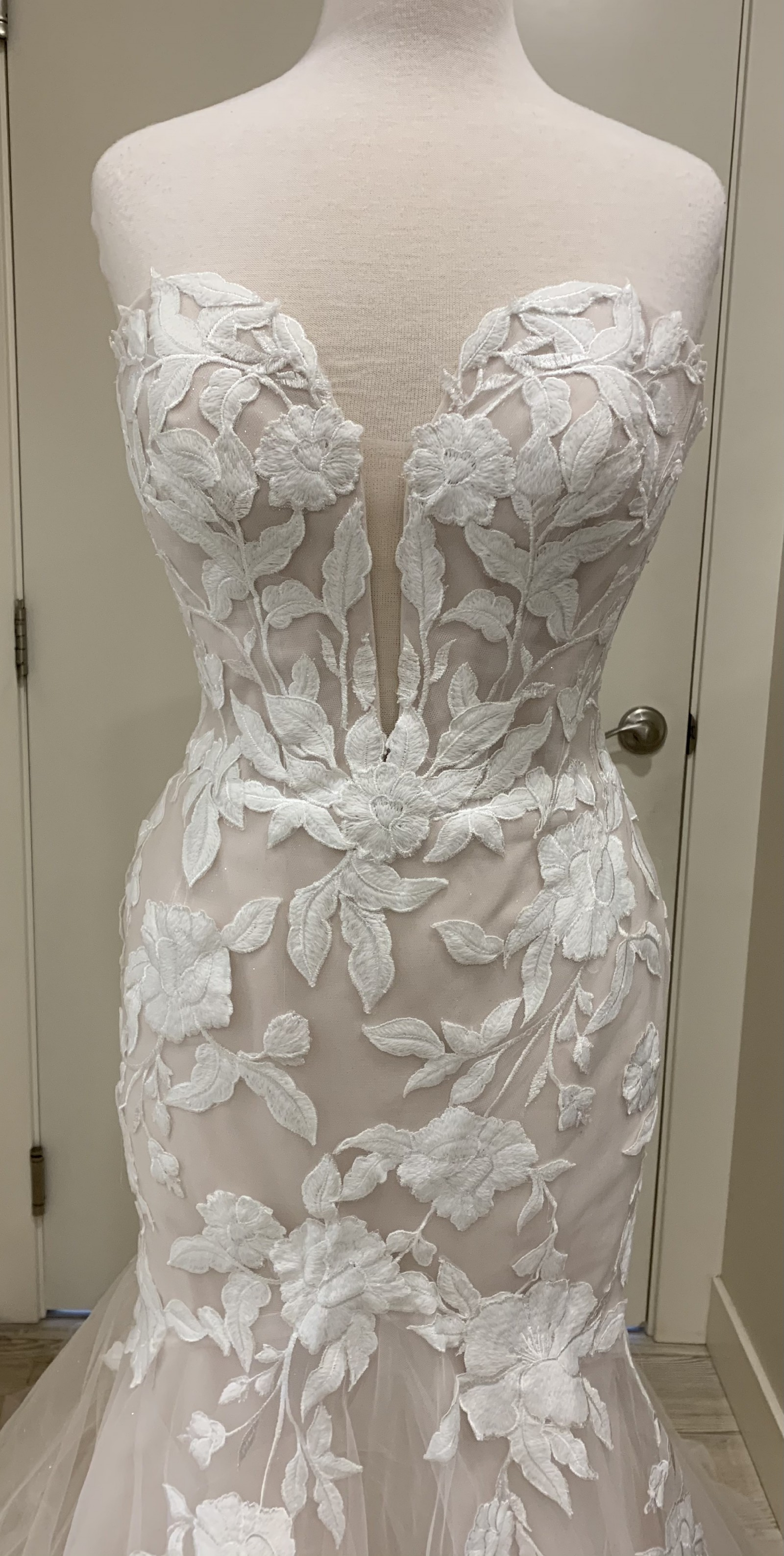 Strapless Mermaid Lace Bridal Gown with Chapel Train - Lunss