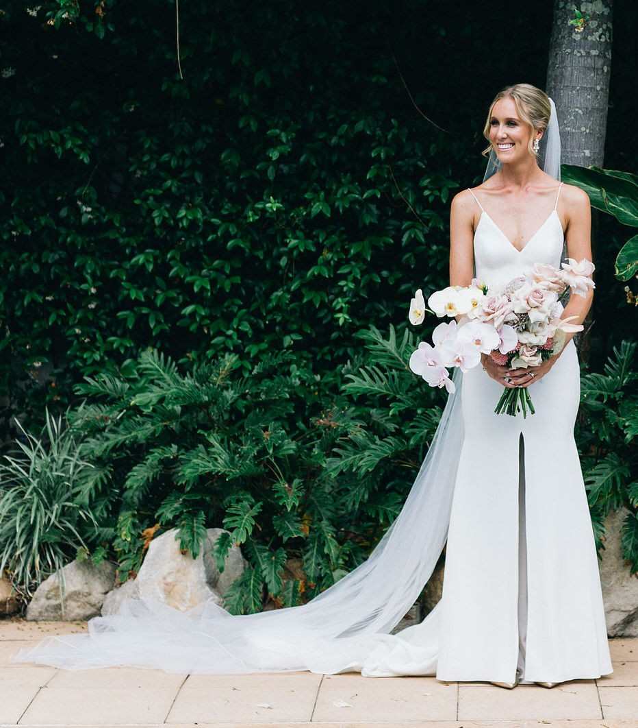 Alex Perry Wedding Gowns: Alex Perry Cameron Used Wedding Dress On Sale 25% Off