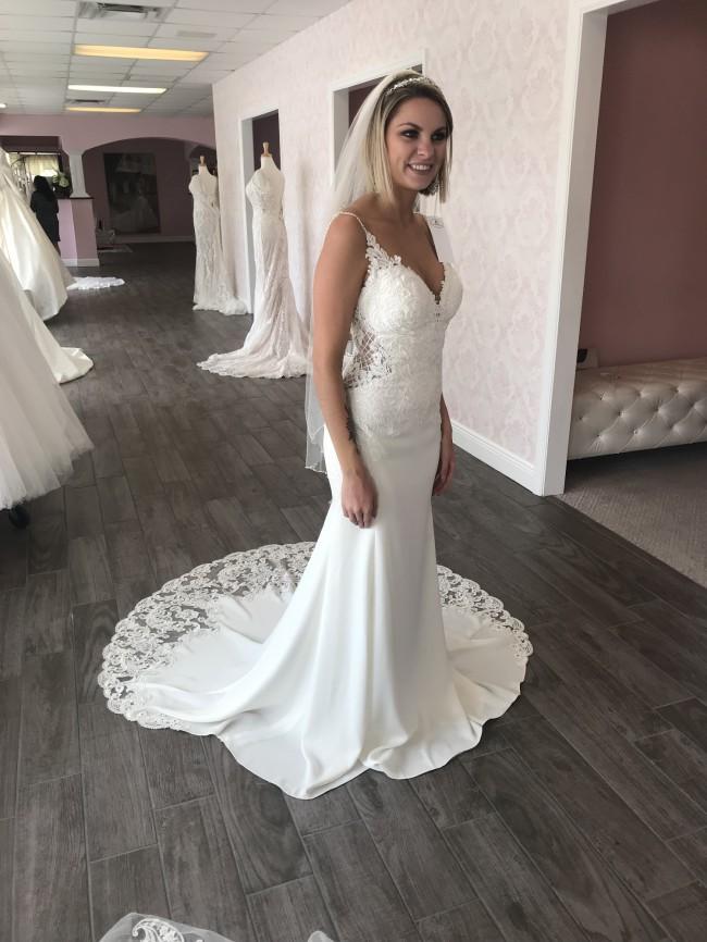 17bfd82a24a Stella York 6586 New Wedding Dress on Sale 43% Off - Stillwhite