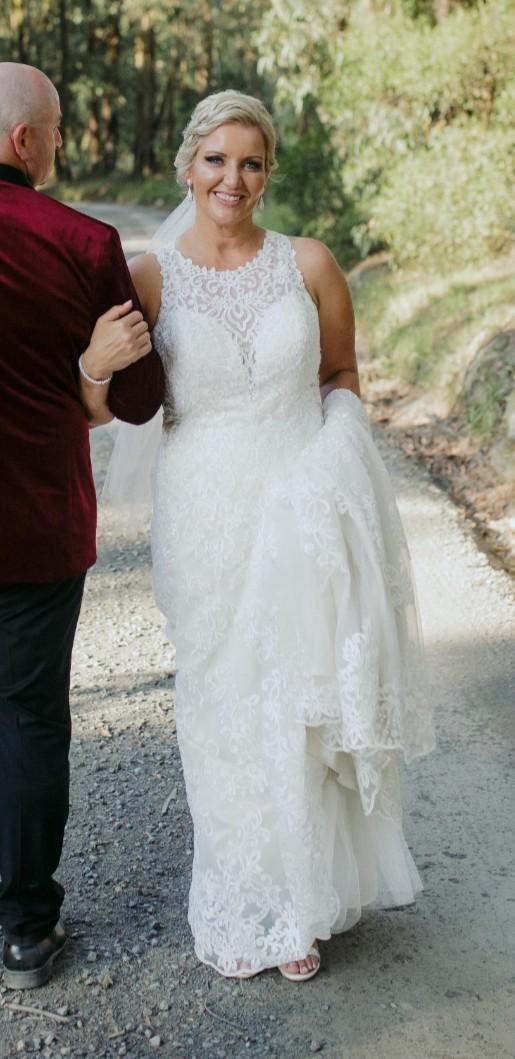 7aa8f99eaa5c Stella York 6487 Used Wedding Dress on Sale 55% Off - Stillwhite