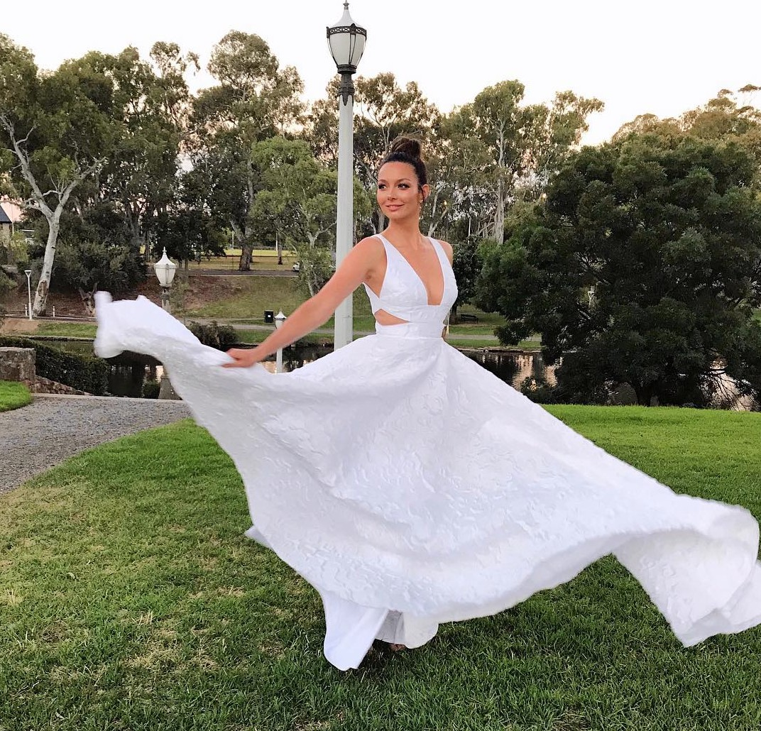 Alex Perry Wedding Gowns: Alex Perry Cassidy Gown Second Hand Wedding Dress On Sale