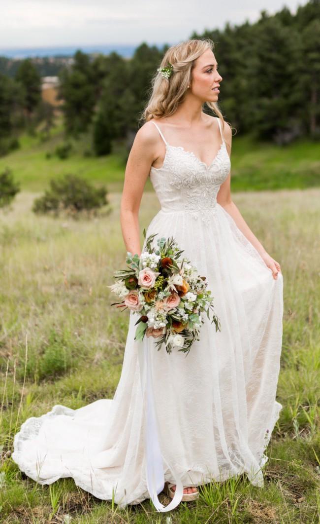 22440fd9ab82 Lillian West 6395 Preloved Wedding Dress on Sale 75% Off ...