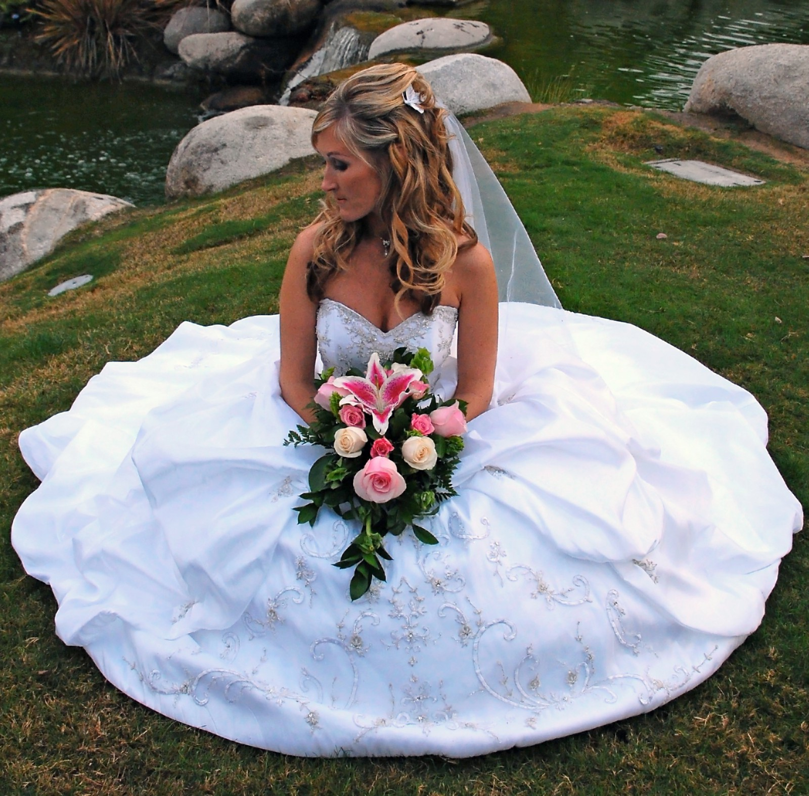 Alfred Angelo: Alfred Angelo Saphire Preowned Wedding Dress On Sale 69