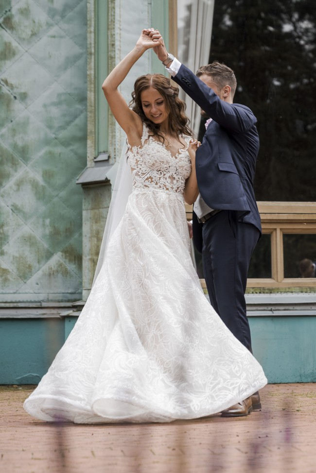 ed6bc6cc152a Milla Nova Kamelia Second Hand Wedding Dress on Sale 38% Off ...