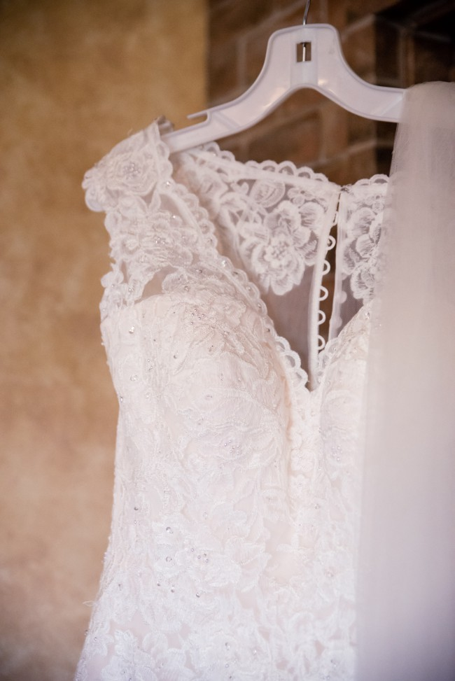 Vera Wang Scalloped Lace and Tulle Wedding Dress