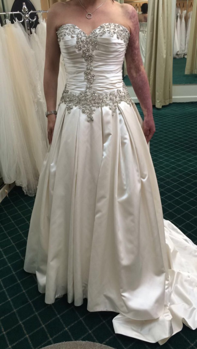 efbdf1cdea94 Allure Bridals 9003 satin New Wedding Dress on Sale 90% Off ...