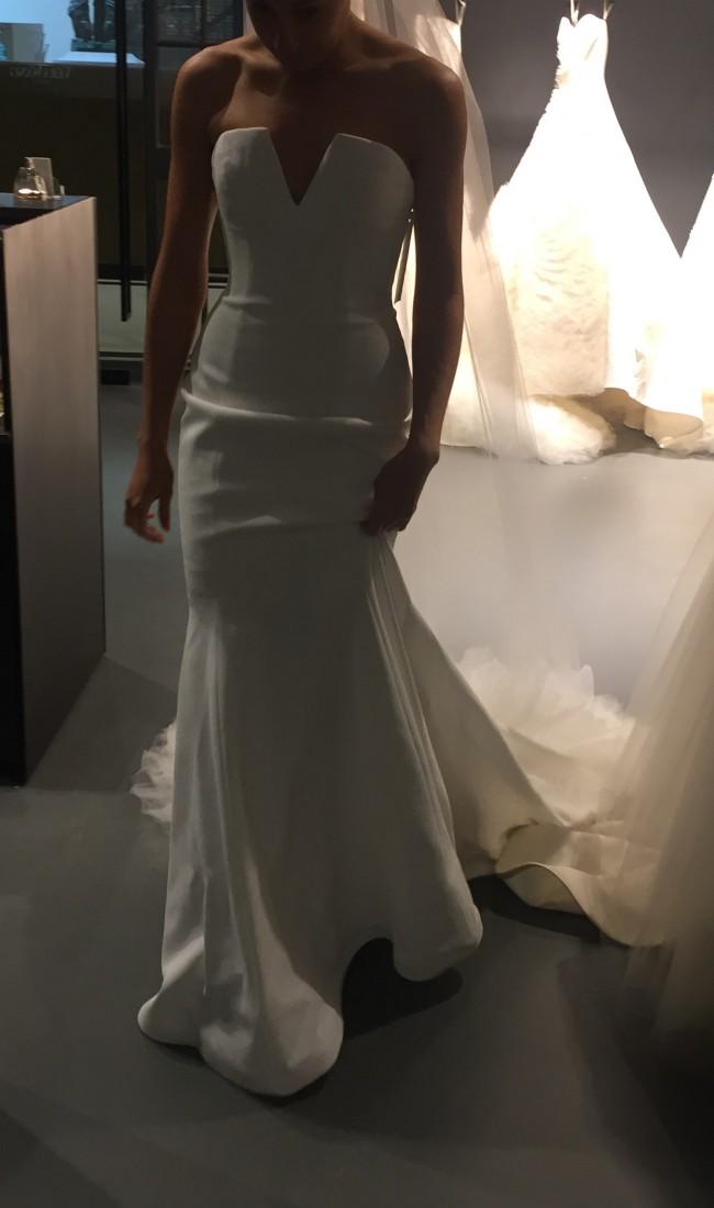 Vera Wang Jocelyn New Wedding Dress on Sale 50% Off - Stillwhite ... 72ad58445