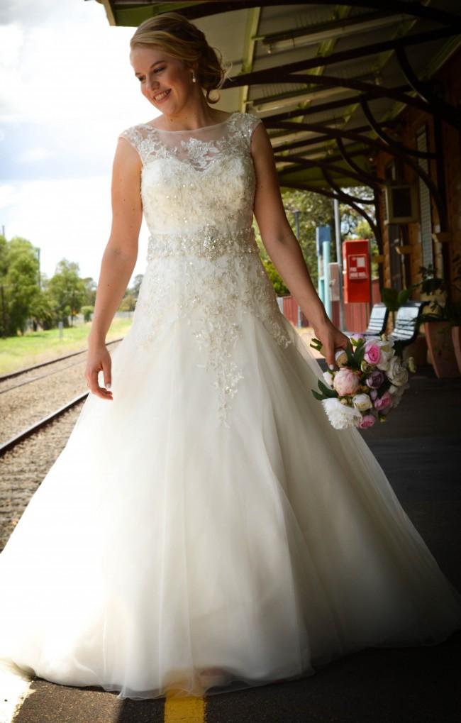 66edcb817f1f Mia Solano Aubrey M1410 Preowned Wedding Dress on Sale 64% Off ...