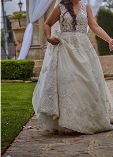 bf14fd36dc30 Maggie Sottero Alba Preloved Wedding Dress on Sale 61% Off - Stillwhite  United Kingdom
