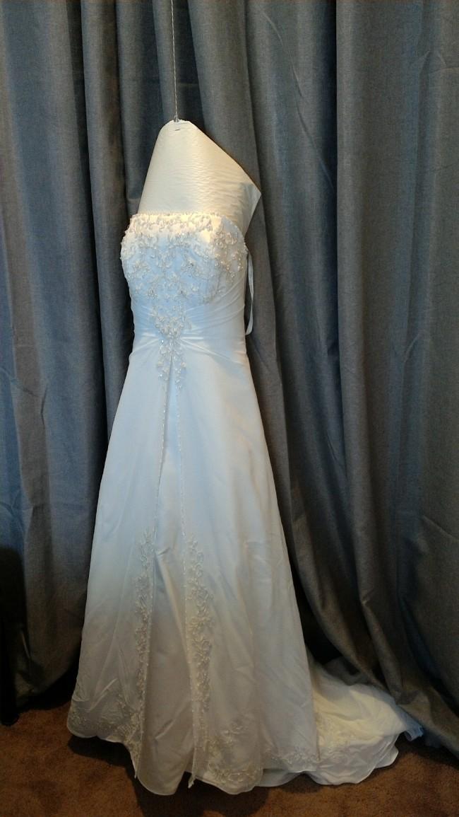 David's Bridal 7V9010