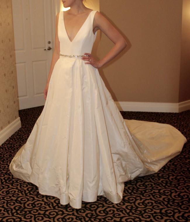 8122e6efa8bb Vera Wang Viviana Sample Wedding Dress on Sale 34% Off - Stillwhite ...