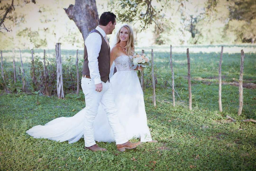 1a8b6a77bf3 David s Bridal Galina Signature Preowned Wedding Dress on Sale 64 ...