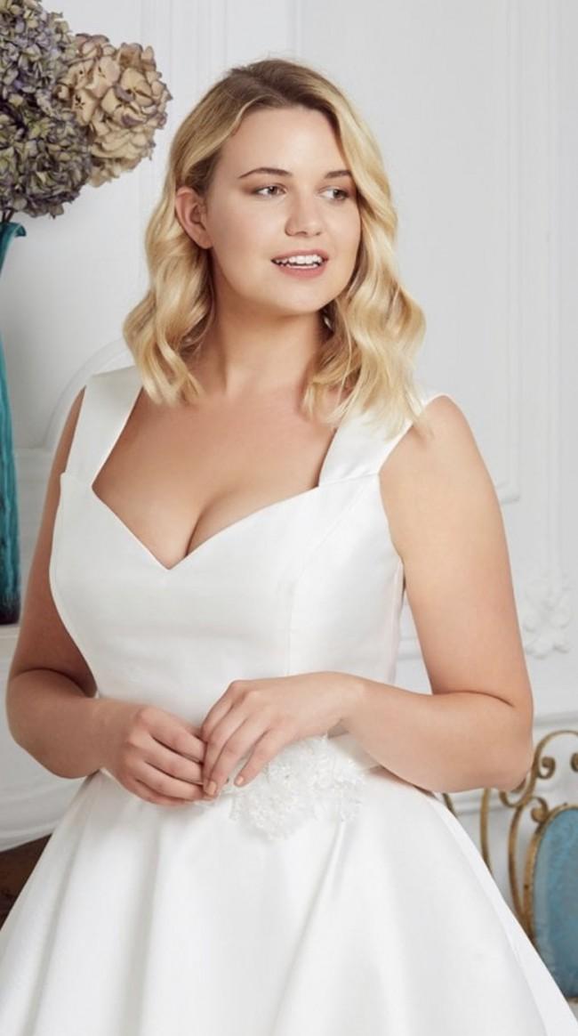 White Rose Bridal Hannah