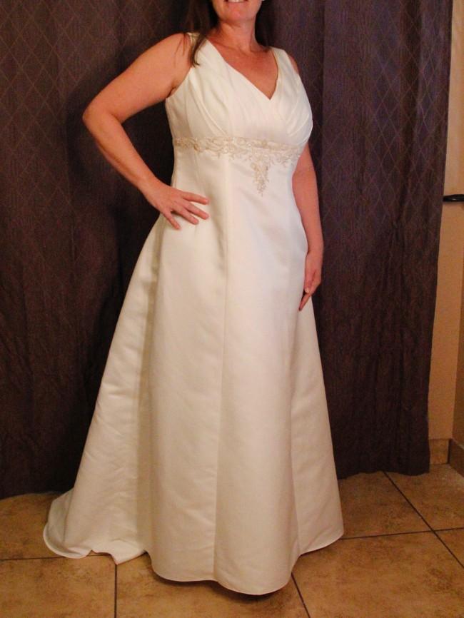 David's Bridal 9V9570