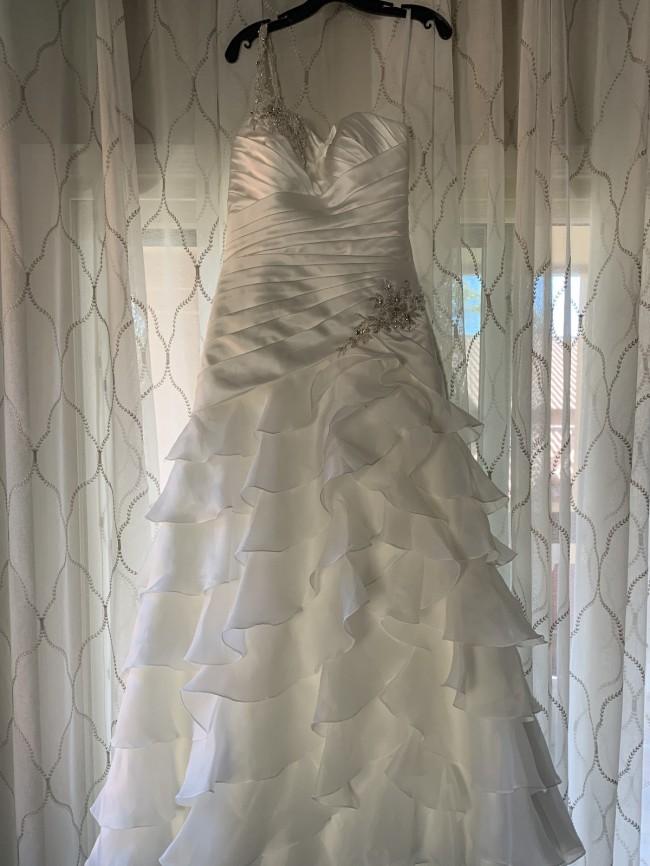 Allure Bridals 8766