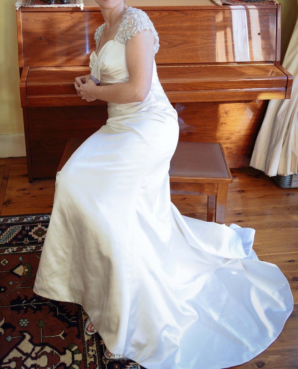 Henry Roth Kaitlyn Preloved Wedding Dress On Sale 83% Off