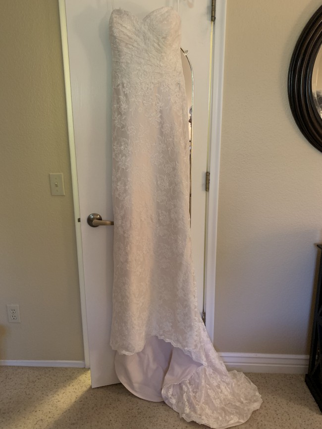 Sweetheart Gowns, 6050