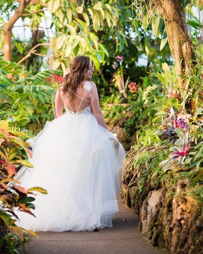 7bb8a439b7e6 Hayley Paige 1600 Halo Used Wedding Dress on Sale 72% Off - Stillwhite