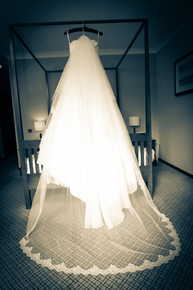 Sassi Holford, Gorgeous cream organza & lace wedding gown