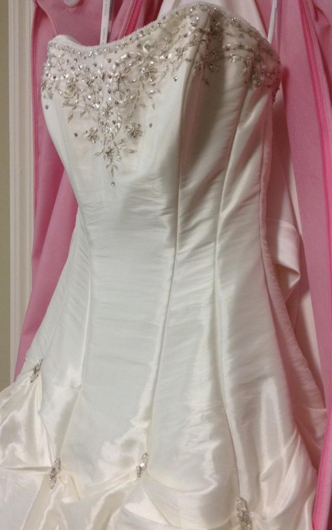 c5298493387 Alfred Angelo 1963 New Wedding Dress on Sale 50% Off - Stillwhite ...