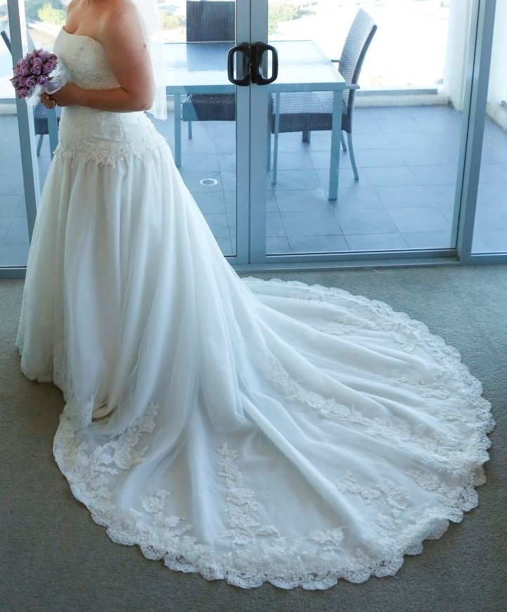 Henry Roth Preowned Wedding Dress On Sale 63% Off