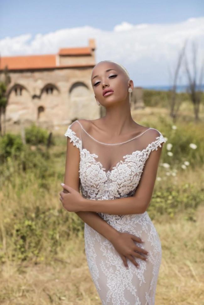 Daria Karlozi Luxurious Begonia