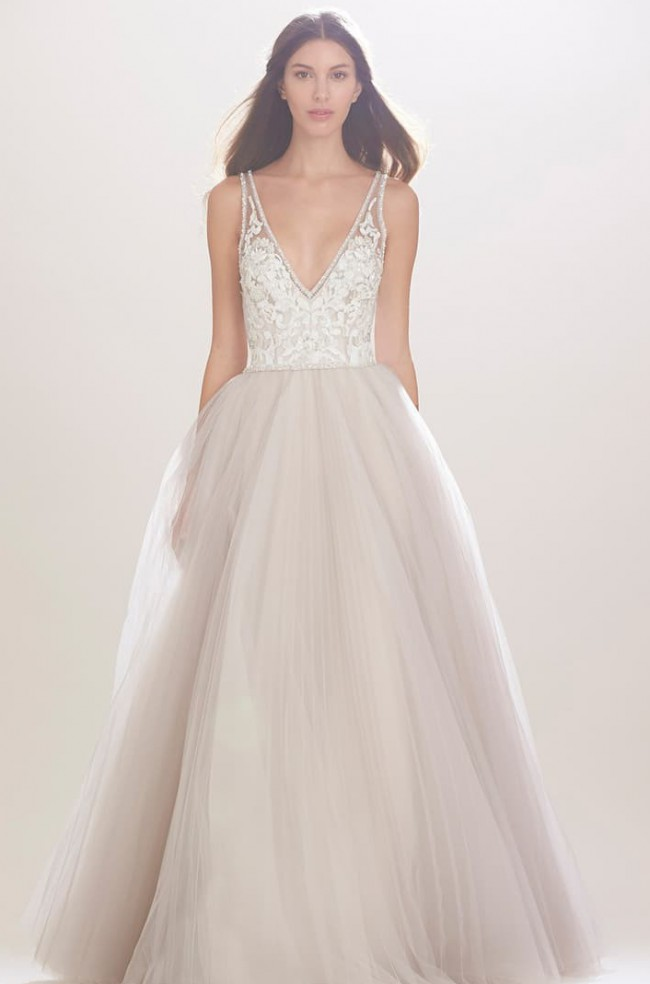 Carolina Herrera, Mercedes V-neck Lace & Tulle Gown