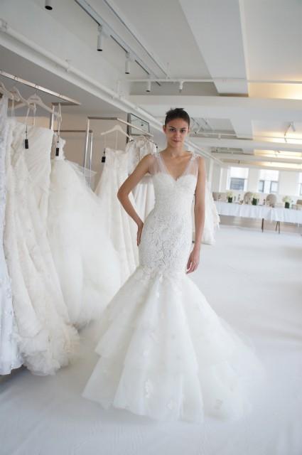 Oscar de la Renta 44N44 Wedding Dress On Sale - 76% Off