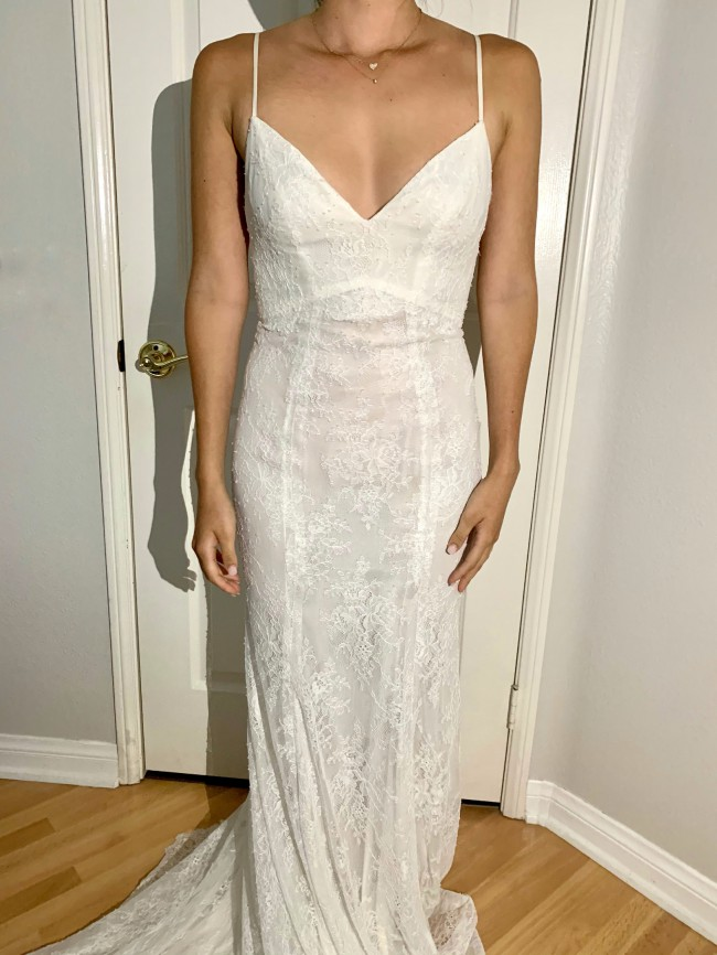 Monique Lhuillier Sample