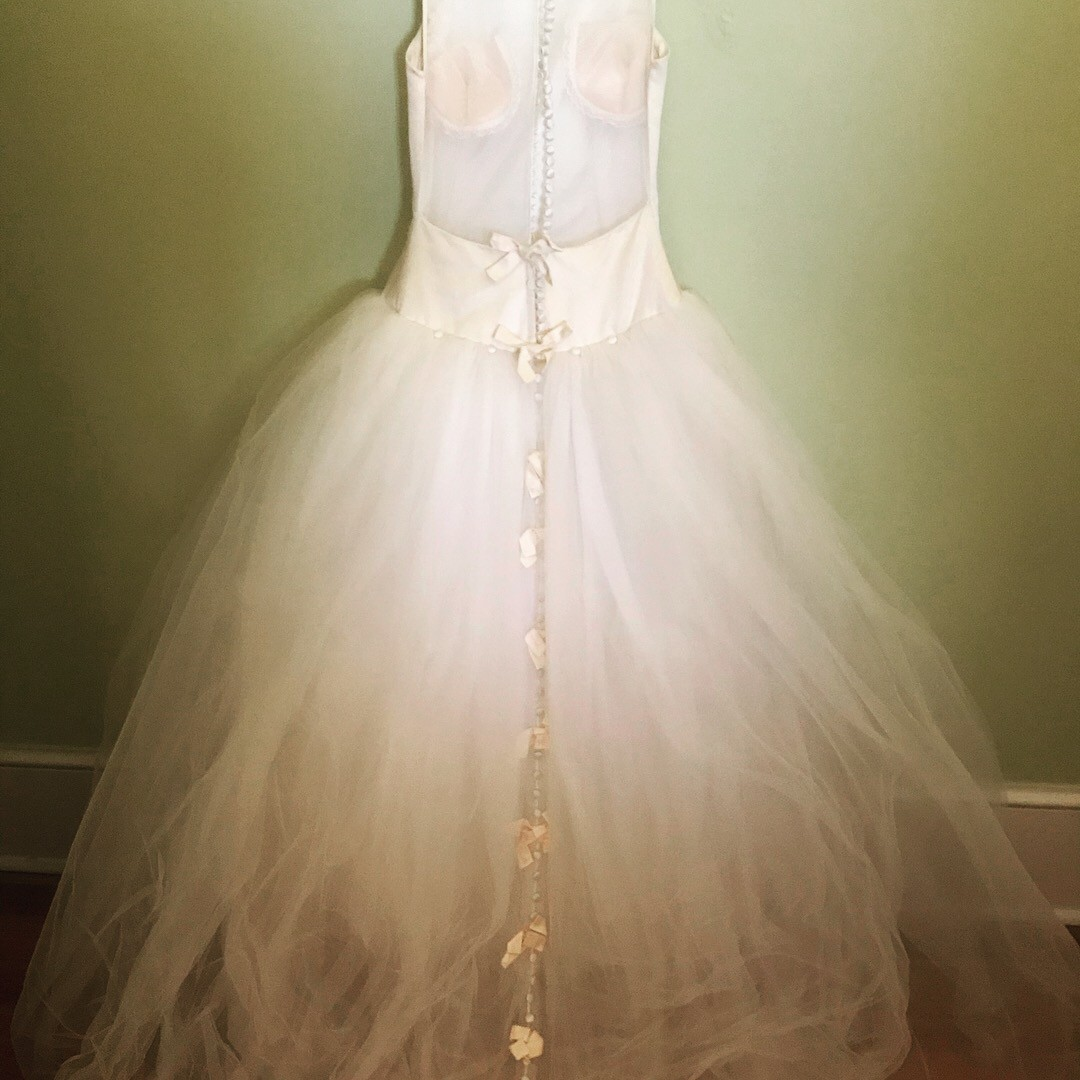 Vera Wang Vintage 1997 Preowned Wedding Dress On Sale 73