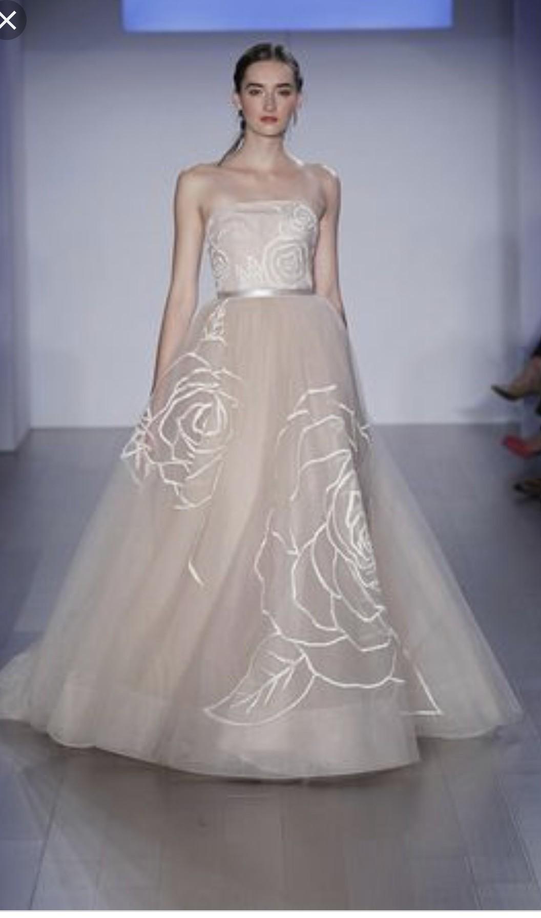 Jim Heljm Wedding Dresses.Jim Hjelm Size 2