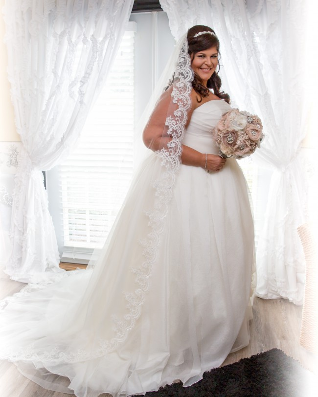 b12e10f5893 Vera Wang White by Vera Wang Plus Size Draped Wedding Dress Preowned ...