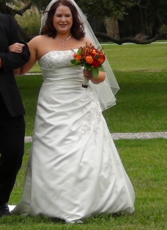 David's Bridal V9665