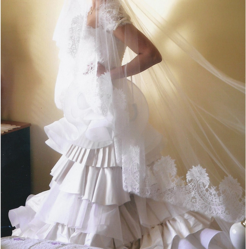 Alex Perry Wedding Gowns: Alex Perry Second Hand Wedding Dress On Sale 80% Off