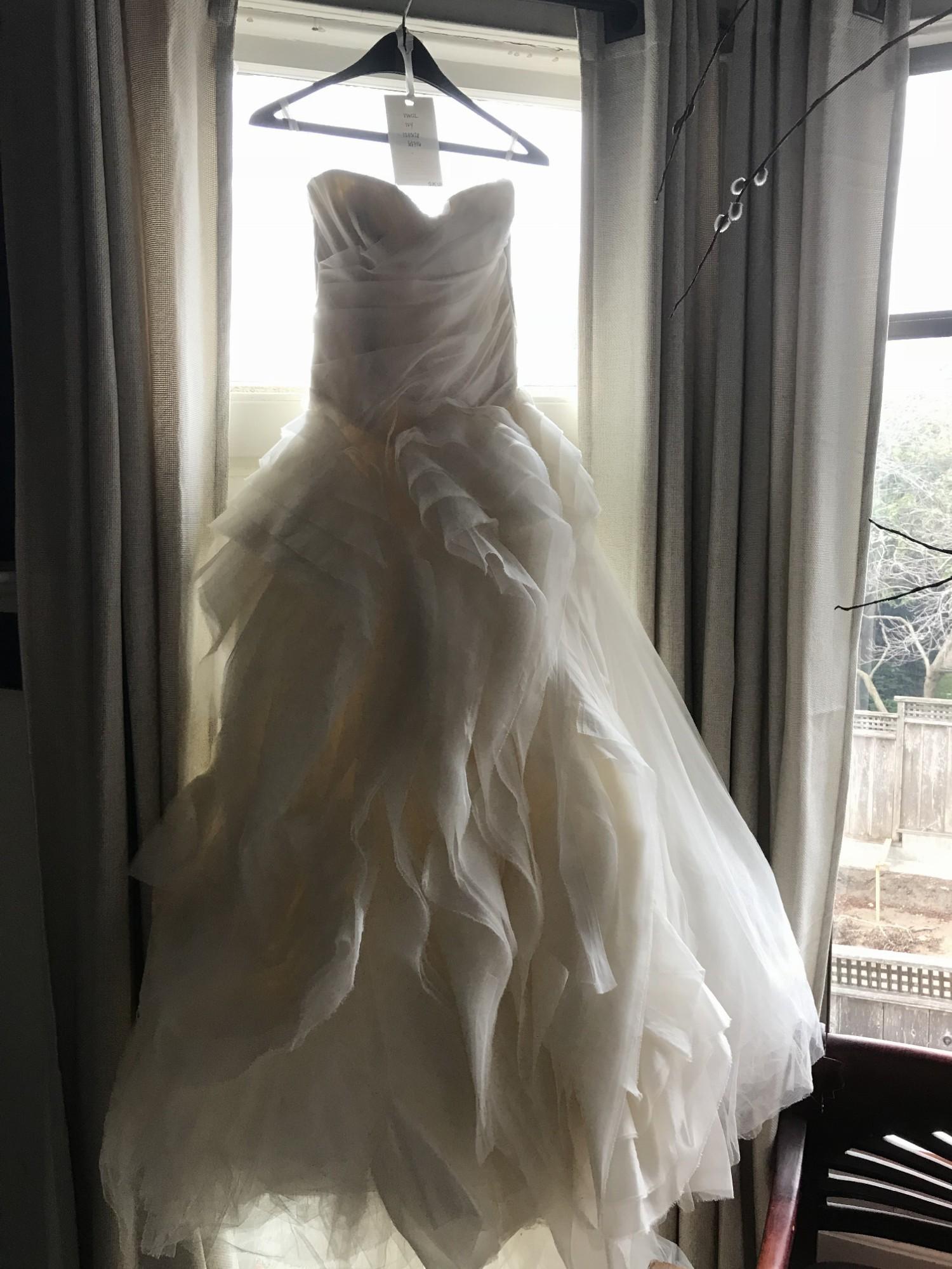 5b4df2643234f Vera Wang Diana Second Hand Wedding Dress on Sale 50% Off ...