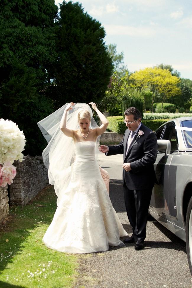 25287b5886b78 Vera Wang Bouquet Preloved Wedding Dress on Sale 75% Off - Stillwhite