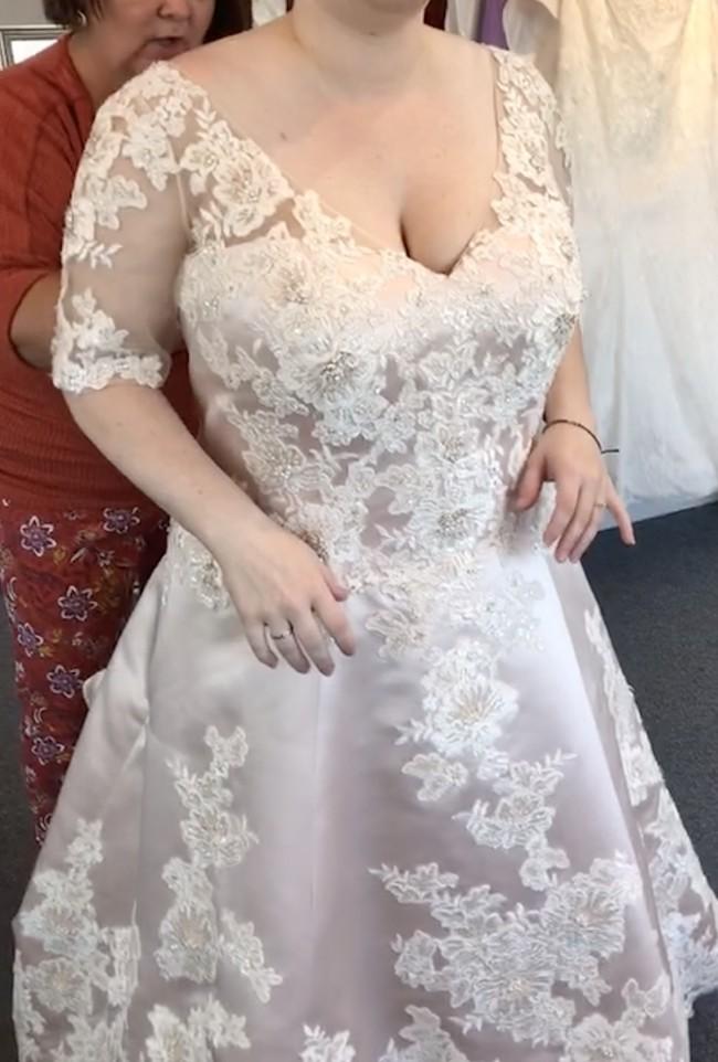 Casablanca Bridal Clover / Style 2283