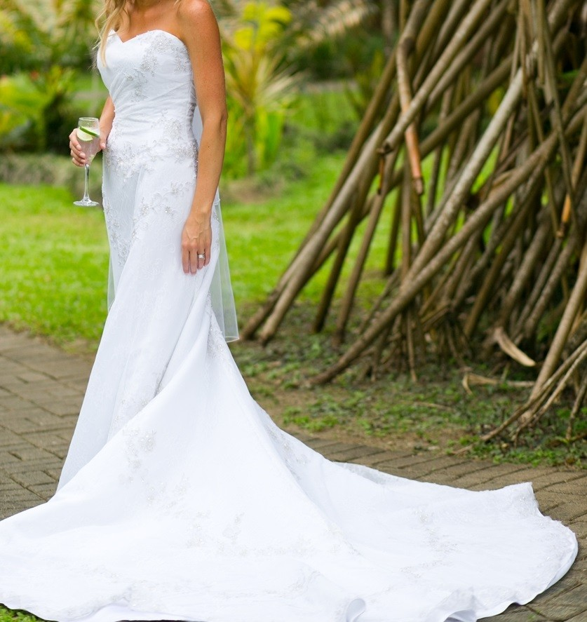 Henry Roth Used Wedding Dress On Sale 82% Off