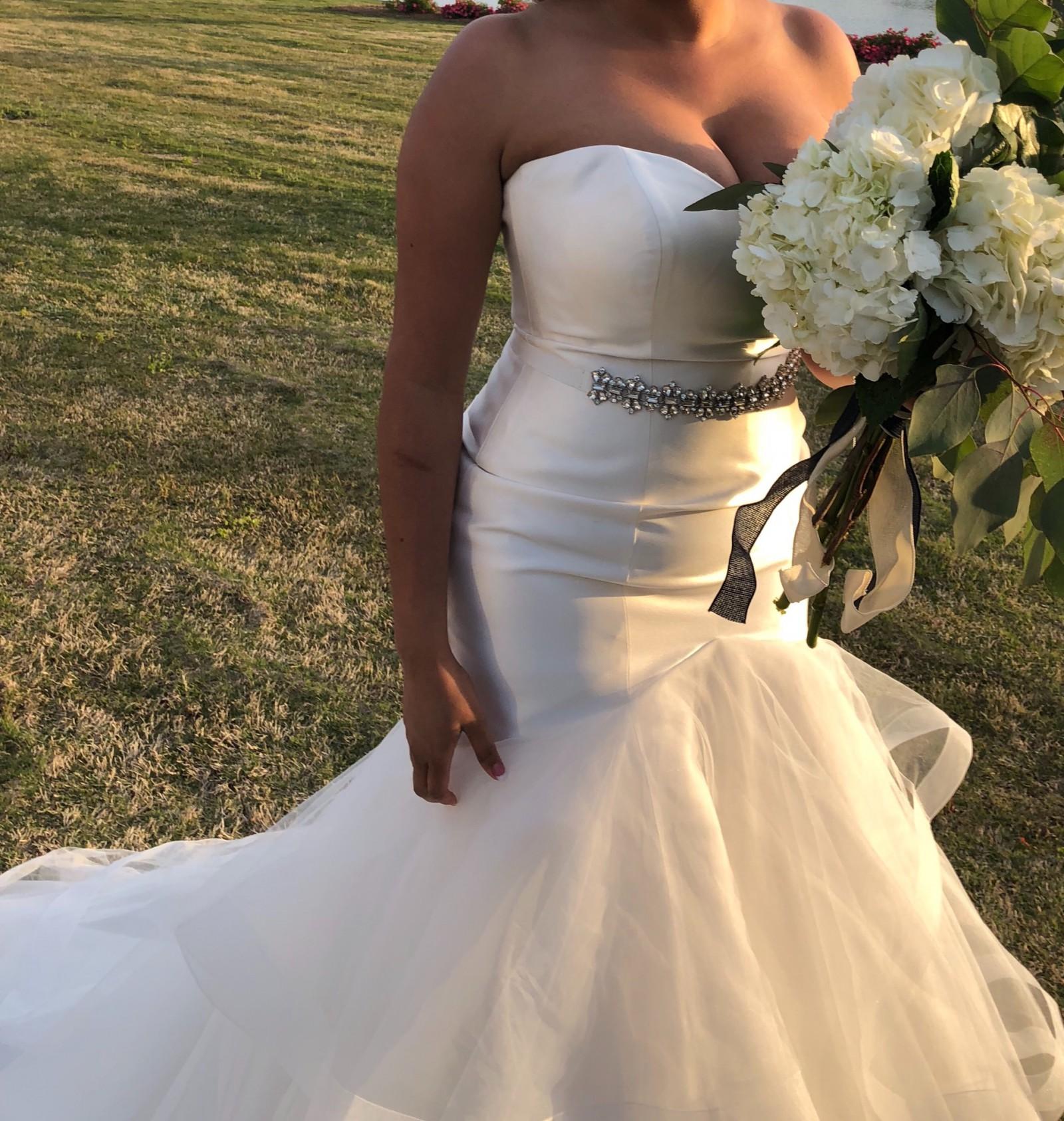 Cheap Wedding Dresses Jackson Ms: Allure Bridals 9416 Used Wedding Dress On Sale 43% Off