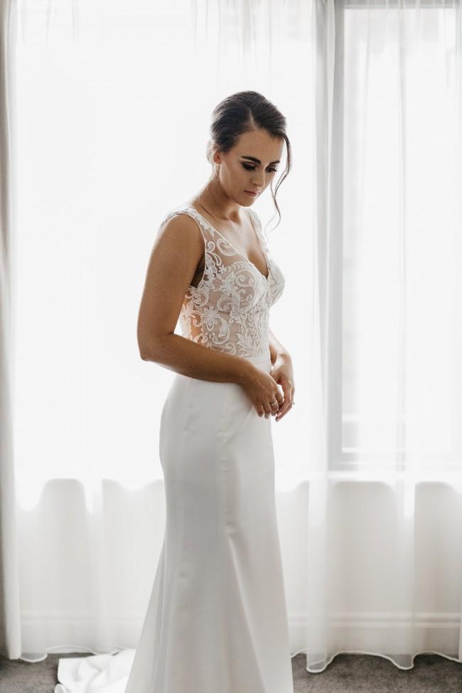 10a978cb3e John Zimmerman Preloved Wedding Dress on Sale 40% Off - Stillwhite