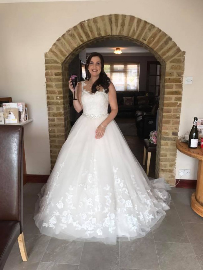 ca96b86cf4 Stella York 6268 Used Wedding Dress on Sale 50% Off - Stillwhite