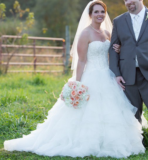 47023ce327f1 Oleg Cassini CWG568 Second Hand Wedding Dress on Sale 59% Off ...