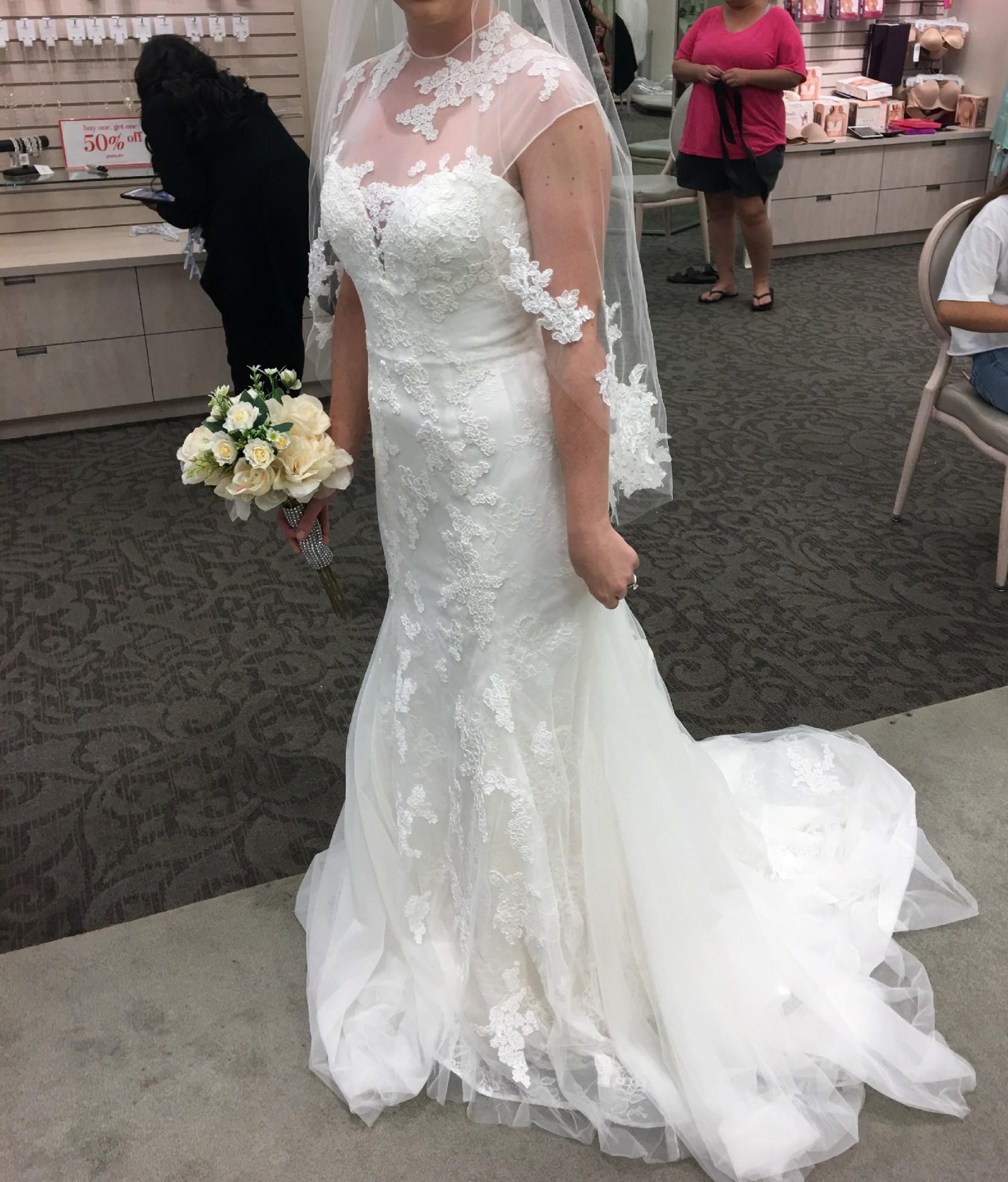 Vera Wang Chantilly Lace Trumpet Dress New Wedding Dress