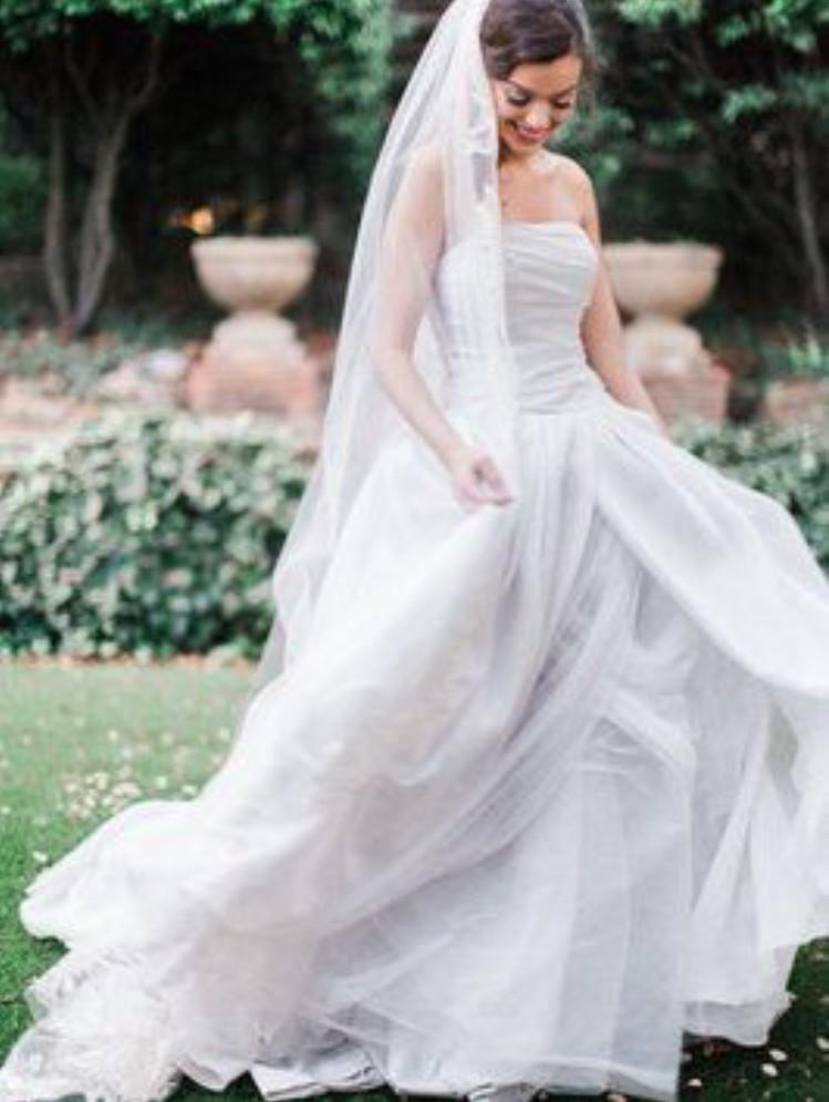 Vera Ivory Textured Organza Vw351178 Wedding Dress On