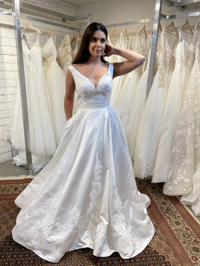 Casablanca Bridal 2372