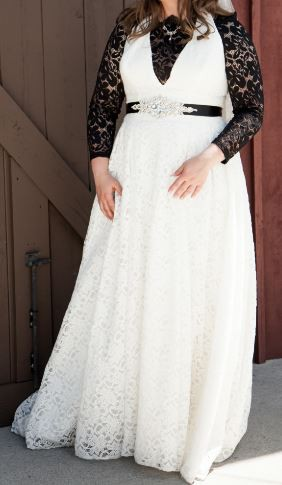 Davids Bridal Collection Plunging Lace Halter Wedding Dress Galina 9wg3844 Wedding Dress On Sale