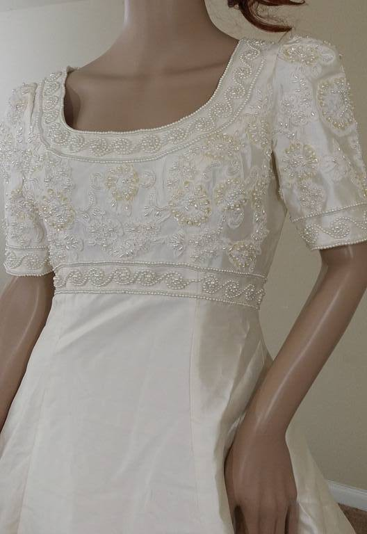 Alfred Angelo Classic Short-sleeved gown 1242