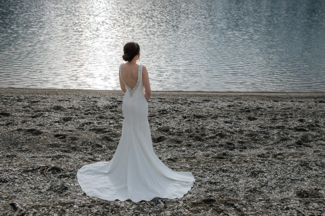 Anna Schimmel, Simply classic wedding dress