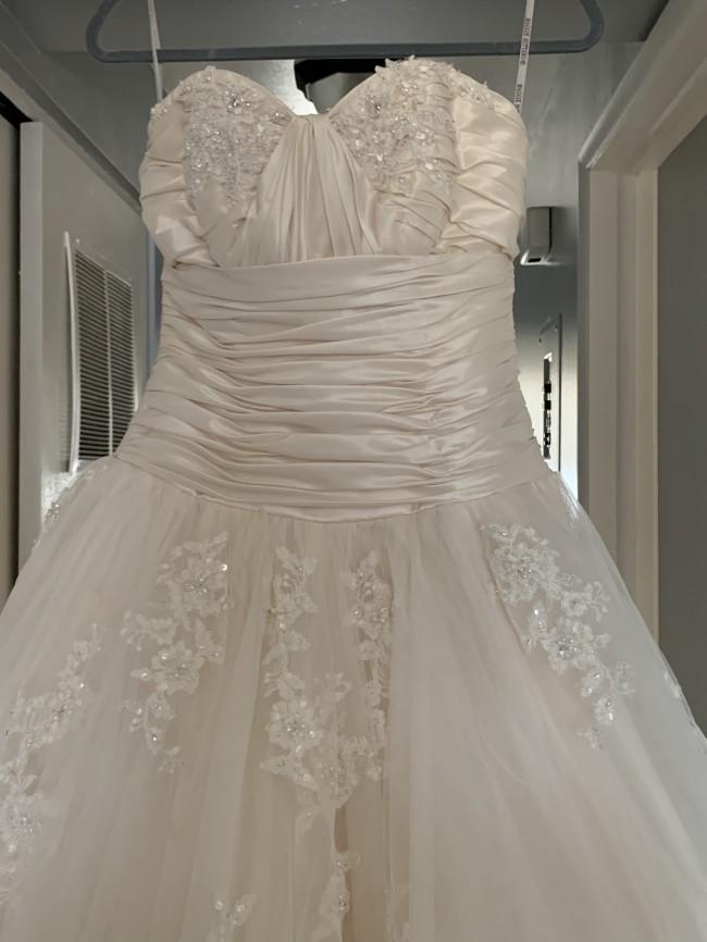 27963a5151c37 Maggie Sottero Used Wedding Dress on Sale 50% Off - Stillwhite