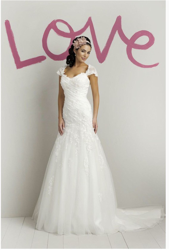 Sweetheart Gowns 5972